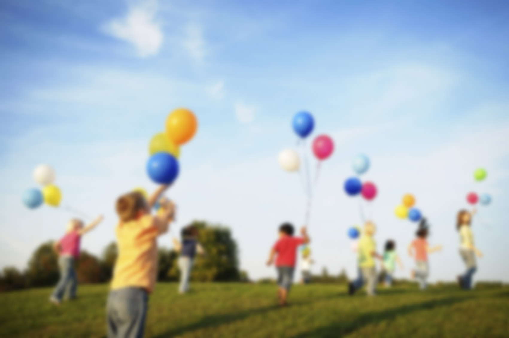 Children-playing-with-balloons-images